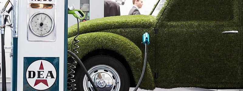 La Cina fa marcia indietro sulle auto elettriche